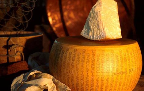 Tvrdý syr, pomocník pre lepší spánok?